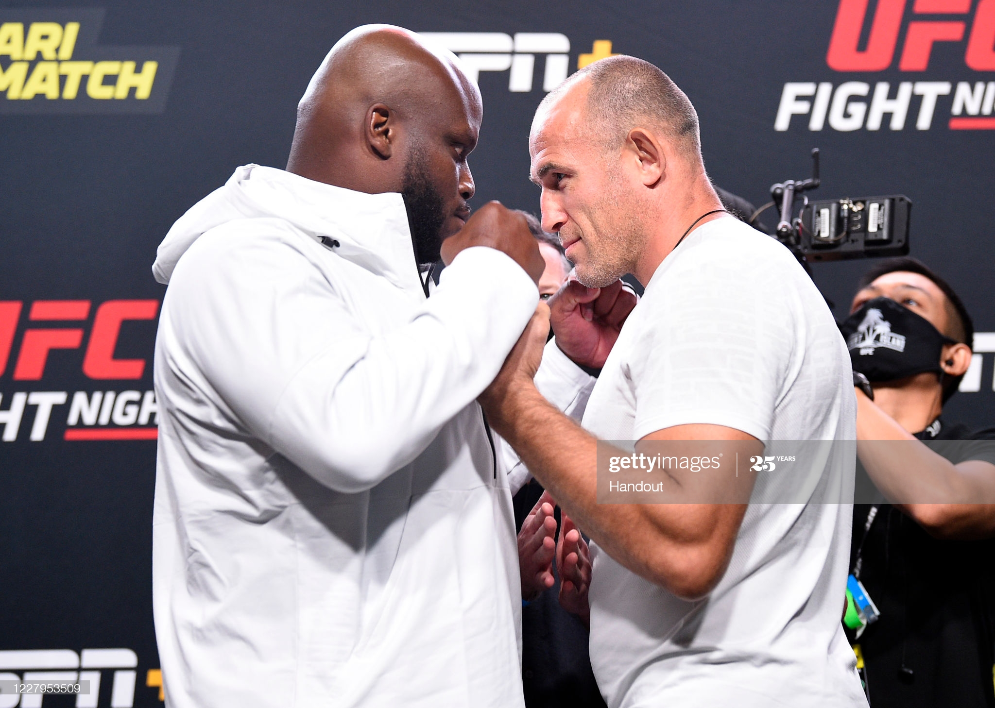 Ufc Fight Night Lewis Vs Oleinik Results Highlights Tap Ins Tap Outs