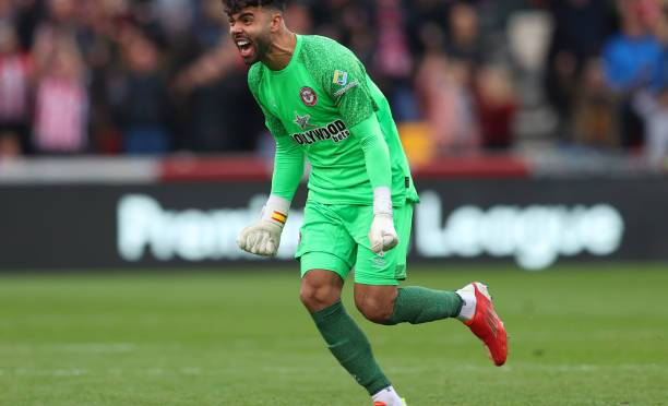 Brentford goalkeeper David Raya ruled out for five months with knee injury